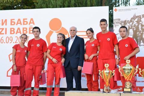 Свечено затвoрање Доделување награди од страна на претседателот на Општинската организација на Гази Баба д-р Петар Христов за најуспешните во областа на дисиминација, екипата на Црвен крст на Република Македонија - Општинска организација Куманово  16.09.2017 Сабота